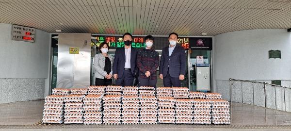 경산시 - 양계협회 경산시지부, 어려운 이웃 위한 계란 전달.jpg